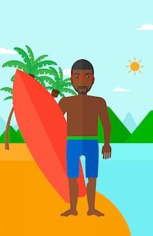Surfer hält surfbrett