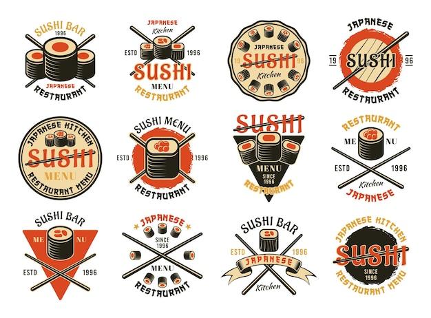 Sushi-set von zwölf farbigen vektoremblemen, etiketten, abzeichen oder logos einzeln auf weißem hintergrund