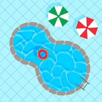 Swimmingpool mit bunten rettungsring-sonnenschirmen auf quadratischen blauen kacheln draufsicht
