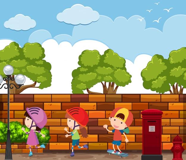 Szene mit drei kindern rollerskate auf der straße