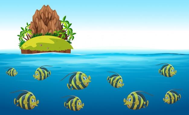 Szene mit fischen, die unter dem meer schwimmen