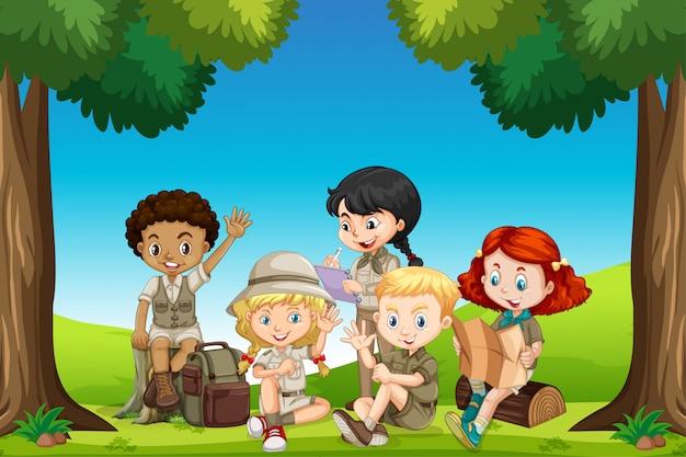 Szene mit vielen kindern im park