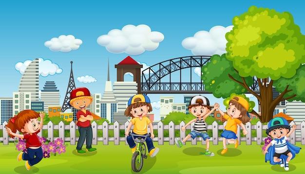 Szene mit vielen kindern im park Kostenlosen Vektoren