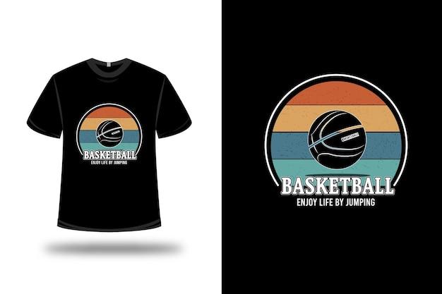 T-shirt basketball genießen sie das leben, indem sie farbcreme springen