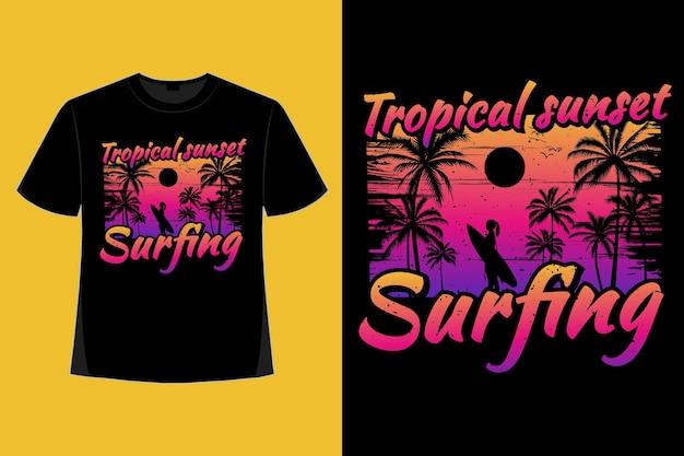 T-shirt-design des surfens im tropischen sonnenuntergangsstil retro-vintage-illustration