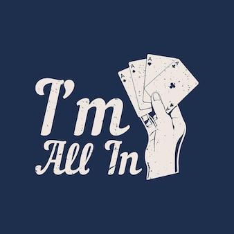 T-shirt-design ich bin mit der hand, die pokerkarte und blauem hintergrund vintage-illustration hält, voll dabei Premium Vektoren