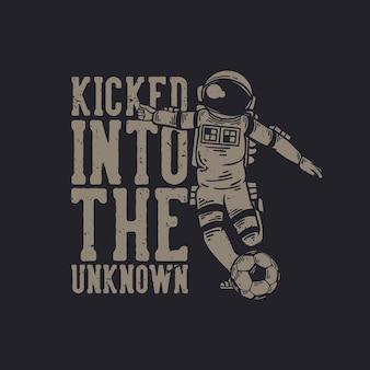 T-shirt-design mit einem astronauten, der fußball-vintage-illustration spielt, ins unbekannte getreten