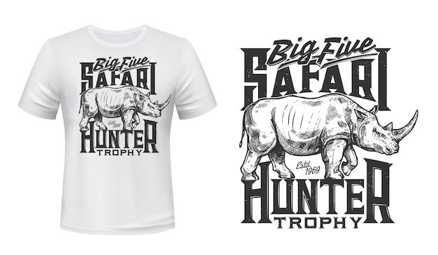 T-shirt druck mit rhino maskottchen für jäger mit wildem afrikanischen tier
