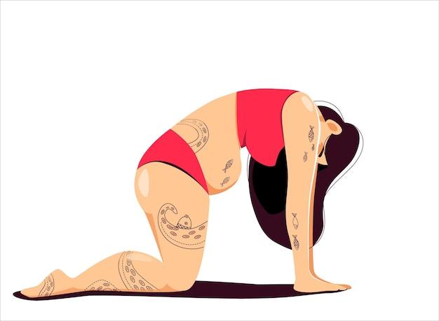 Tätowierte frau, die yoga in katzenkuhhaltung macht das konzept der harmonie der selbstakzeptanz und des körpers positiv