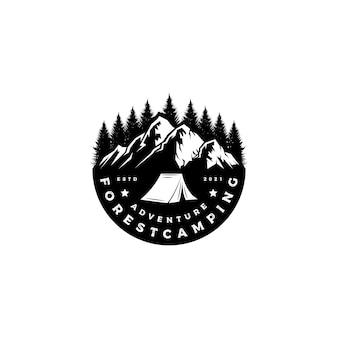 Tannenbaumwald berg emblem abzeichen logo design vektor