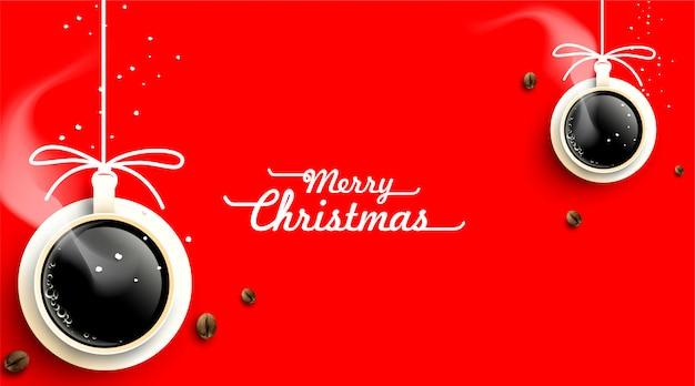 Tasse kaffee mit weihnachtsdekorationen und kaffeebohnekarte