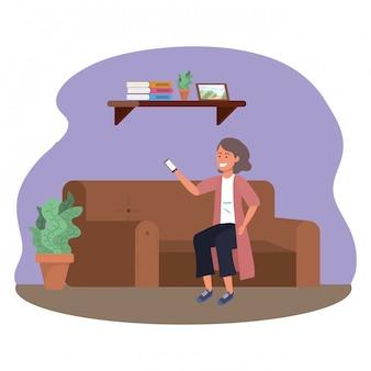 Tausendjährige person, die zuhause unter verwendung des rahmens des smartphone sitzt