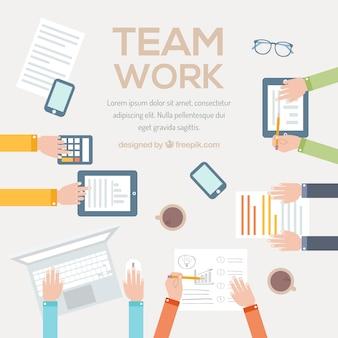 Teamwork-konzept mit den armen