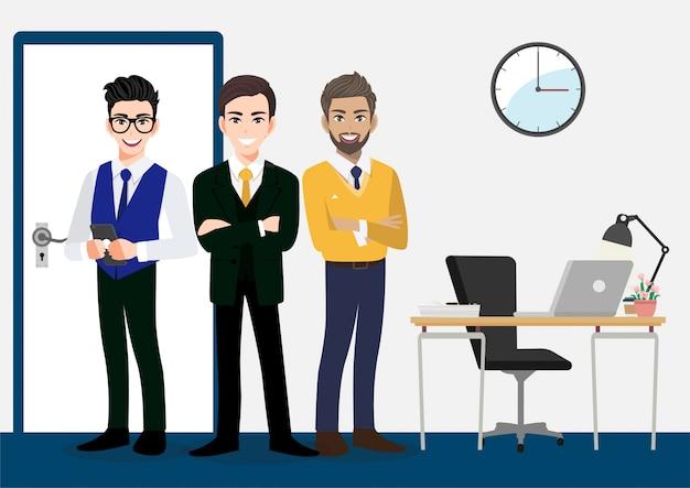 Teamwork-konzept mit geschäftsmannzeichentrickfilm-figur-design. drei männer stehen im bürobereich.
