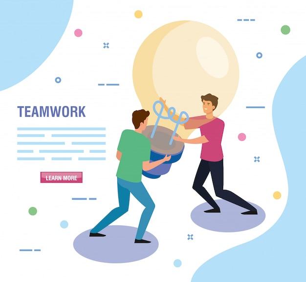 Teamwork-leute mit glühlampenschablone