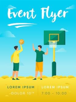 Teenager, die basketball auf straßenfliegerschablone spielen