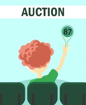 Teilnehmer der auktion hält tablette mit nummer.