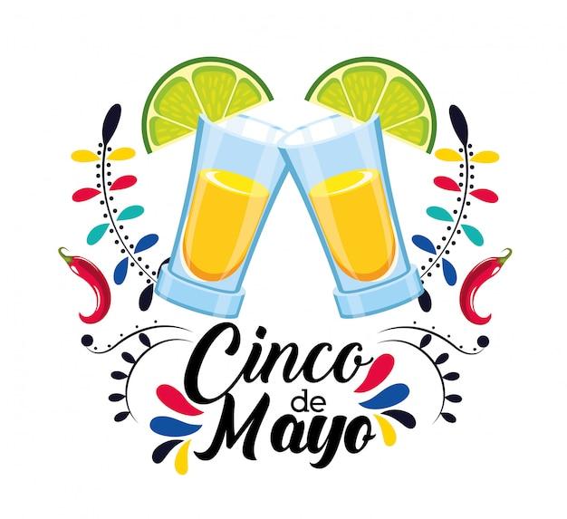 Tequila-getränk mit zitrone zum mexikanischen ereignis