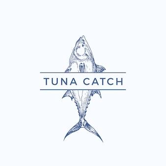 Thunfisch fangen abstrakte zeichen-, symbol- oder logo-vorlage. hand gezeichneter thunfisch mit klassischer typografie. weinlese-emblem für ein restaurant, ein café, einen markt usw. isoliert.