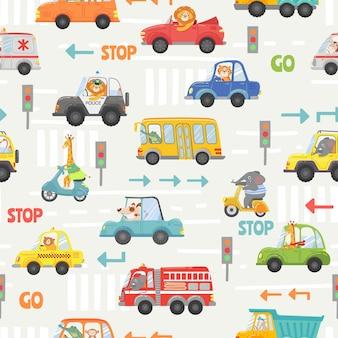 Tiere im transport nahtlose muster. kinderkarikaturautos, bus, polizei und fahrrad mit tierfahrer. vektortextur mit straßenverkehr und schildern. löwe, elefant, giraffe und hund auf fahrzeug