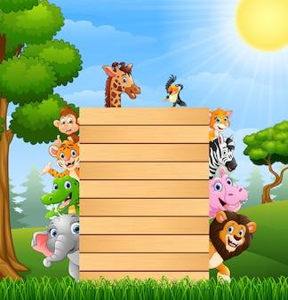 Tiere mit einem leeren zeichenholz