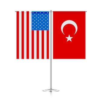 Tischständer mit flaggen der türkei und der usa