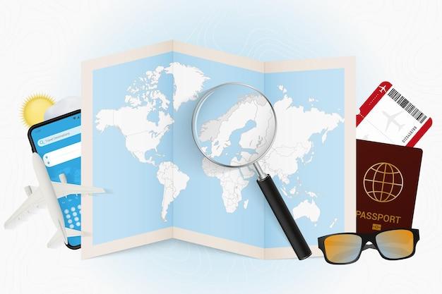Tourismusmodell des reiseziels norwegen mit reiseausrüstung und weltkarte