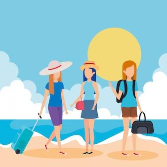 Touristenmädchen mit koffern am strand