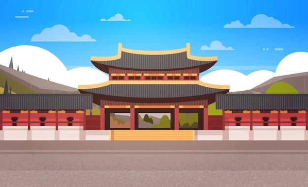 Traditioneller korea-tempel über gebirgslandschaftssüdkoreanischem palast, der berühmte markstein-ansicht errichtet