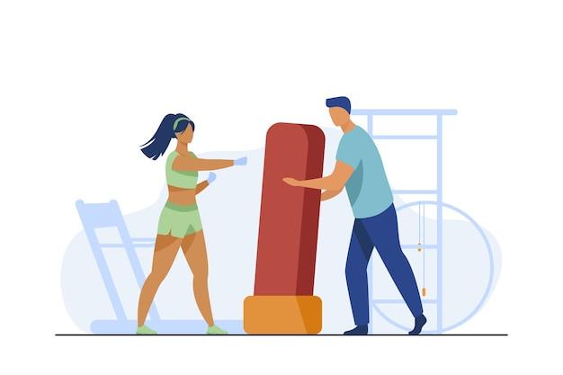 Trainer, der boxsack für frau hält. kickboxen, turnhalle, flache vektorillustration des athleten. sport und training