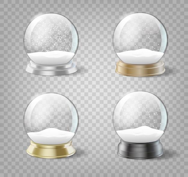Transparente weihnachtsschneebälle eingestellt. glaskugeln mit schnee und schneeflockenschablone lokalisiert. realistischer satz von weihnachts- und neujahrsdekorationen.