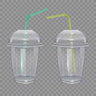 Transparenter plastikbecher mit trinkhalmen. für smoothie oder limonade.