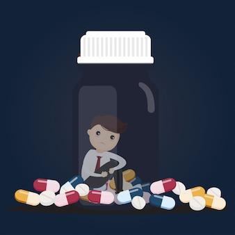 Trauriger geschäftsmann mit tablettenfläschchen.
