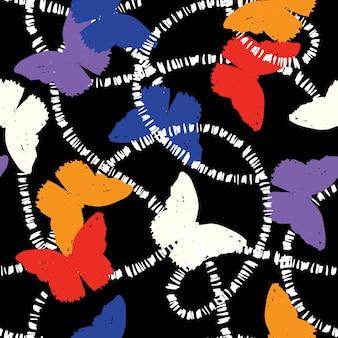 Trendy bunte hand gezeichnete silhouette schmetterling fliegt mit weißer linie nahtloses muster