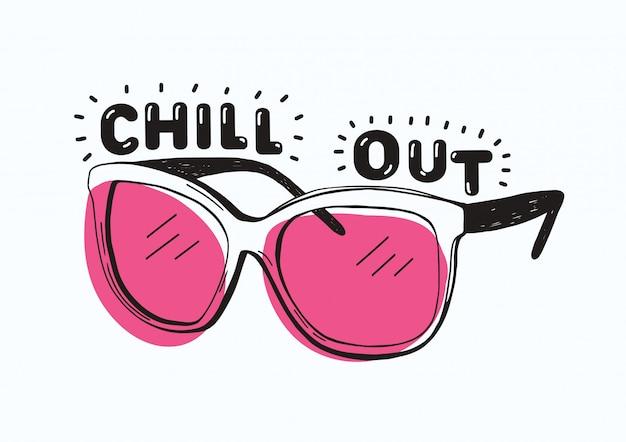 Trendy sonnenbrille mit rosa brille und chill out inschrift oder schriftzug handgeschrieben mit kreativer schrift lokalisiert auf weißem hintergrund. hand gezeichnete illustration für t-shirt oder sweatshirtdruck.