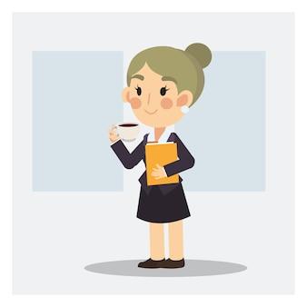 Trinkender kaffee der geschäftsfrau, pausezeit im büro.