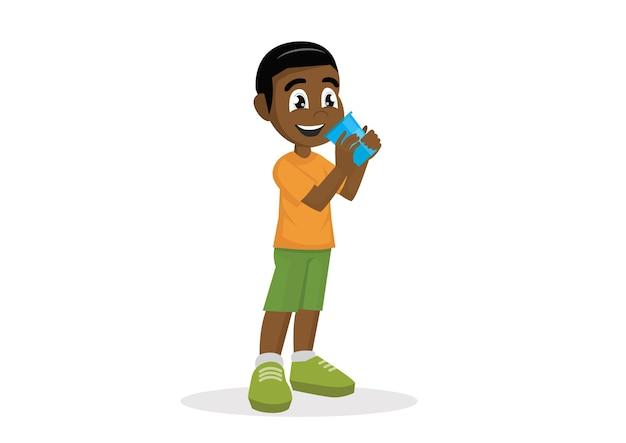 Trinkwasser des afrikanischen jungen.