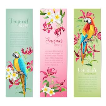 Tropische blumen und papageienvögel banner und tags banner