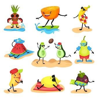 Tropische humanisierte fruchtcharaktere, die zeit am strand verbringen, früchte, die sich entspannen, schwimmen, sonnenbaden, spielen während der sommerferien illustrationen