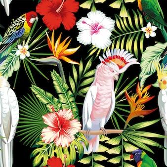 Tropischer exotischer mehrfarbenvogelpapagei des nahtlosen musters, keilschwanzsittich mit tropischen anlagen, bananenpalmblätter, blumen strelitzia, hibiscus