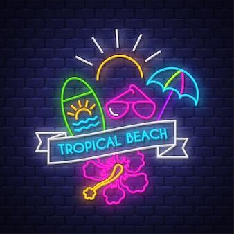 Tropischer strand. leuchtreklame schriftzug