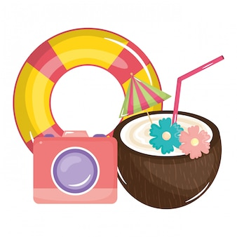 Tropisches kokosnusscocktail mit hin- und herbewegung und kamera