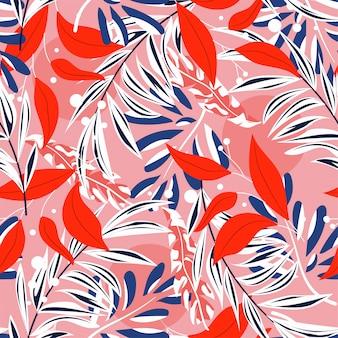 Tropisches nahtloses muster mit bunten blättern und pflanzen