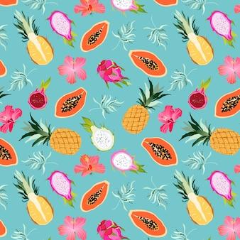 Tropisches obst und blumenmuster nahtlos. exotische fruchtsammlung auf türkis. drachenfrucht-, ananas-, papaya- und hibiskusblüten. süßes paradies der hawaiianischen insel. flitterwochen. web, druckdesign.