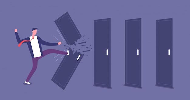 Tür brechen. leistungsstarker geschäftsmann überwindet barrieren, straßensperre.