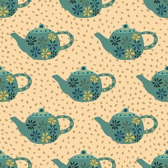Türkisfarbene teekannen mit nahtlosem blumenmuster. hand gezeichnete küchenschalen auf hellorangeem hintergrund mit punkten.
