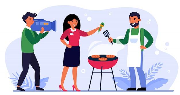 Tv-team aufnahmen über grillrestaurant