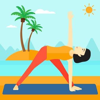 Übendes yoga der frau