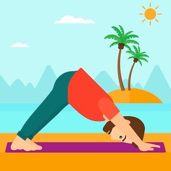 Übendes yoga des mannes.