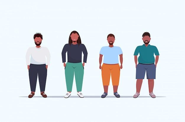 Übergewichtige männergruppe, die zusammen ungesunde lifestyle-konzept jungs in freizeitkleidung über größe männliche comicfiguren in voller länge flach horizontal stehen